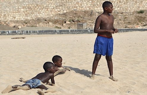 Children on Vila do Maio beach